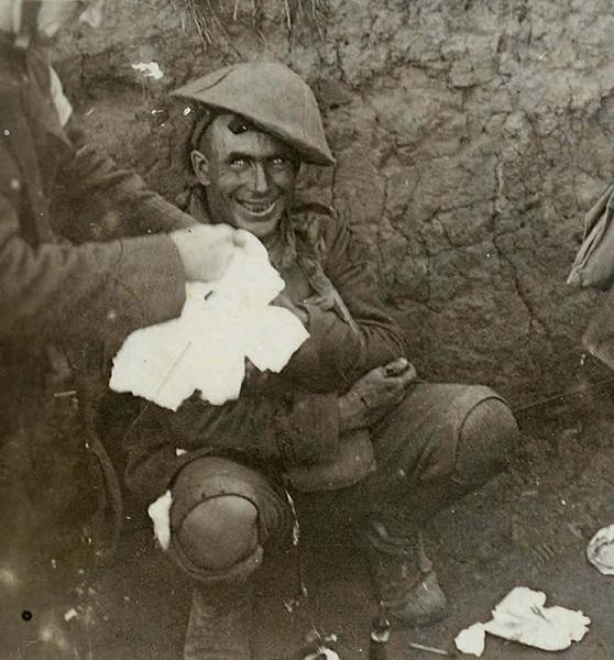 Fotografía de soldado anónimo durante la ocampaña del Somme, 1916. El Infierno en cien pasos.